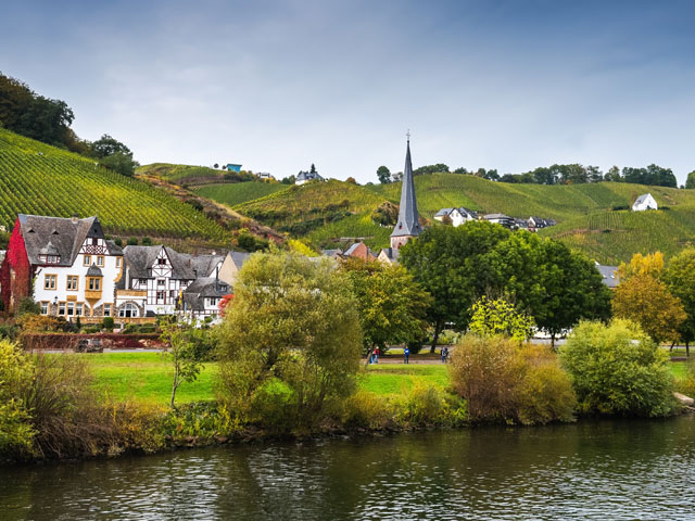 The village on the right bank of Moselle River