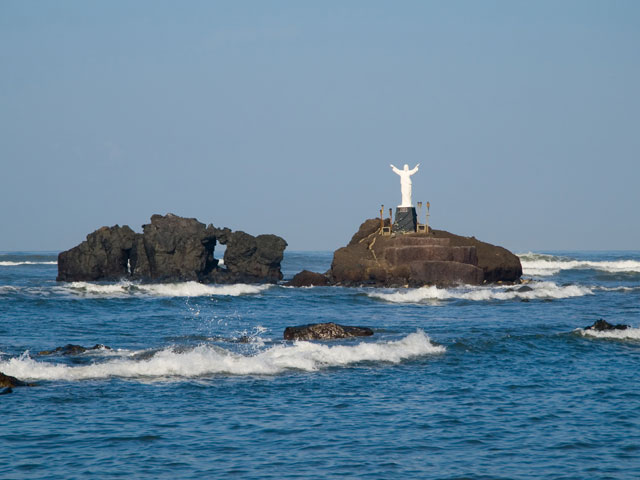 Statue overlooking the sea, Acajutla, El-Salvador