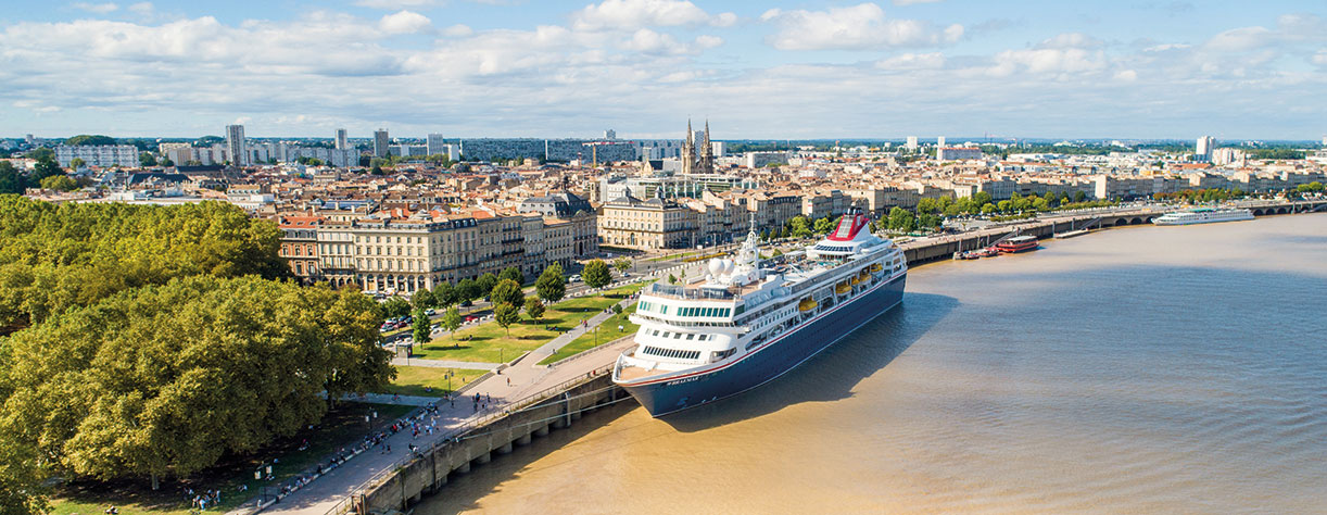 Braemar docked in Bordeaux, France